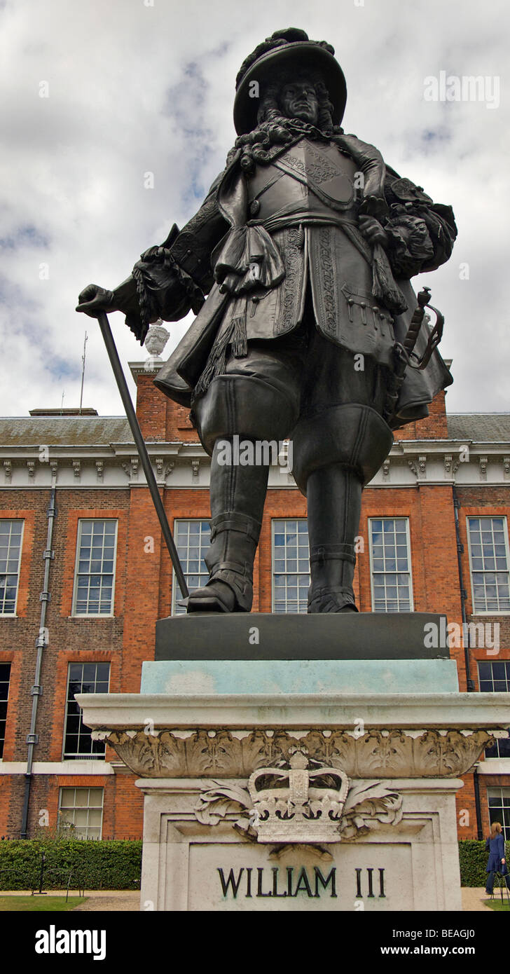Statue of William II in front of Kensington Palace, Kensington Gardens, Hyde PArk, London, England - Stock Image