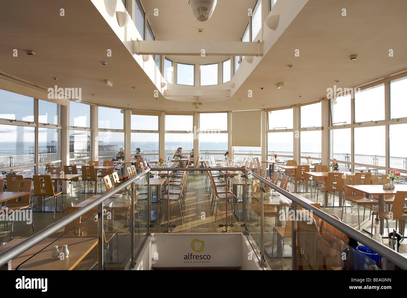 Alfresco restaurant on Brighton seafront. Brighton, England - Stock Image