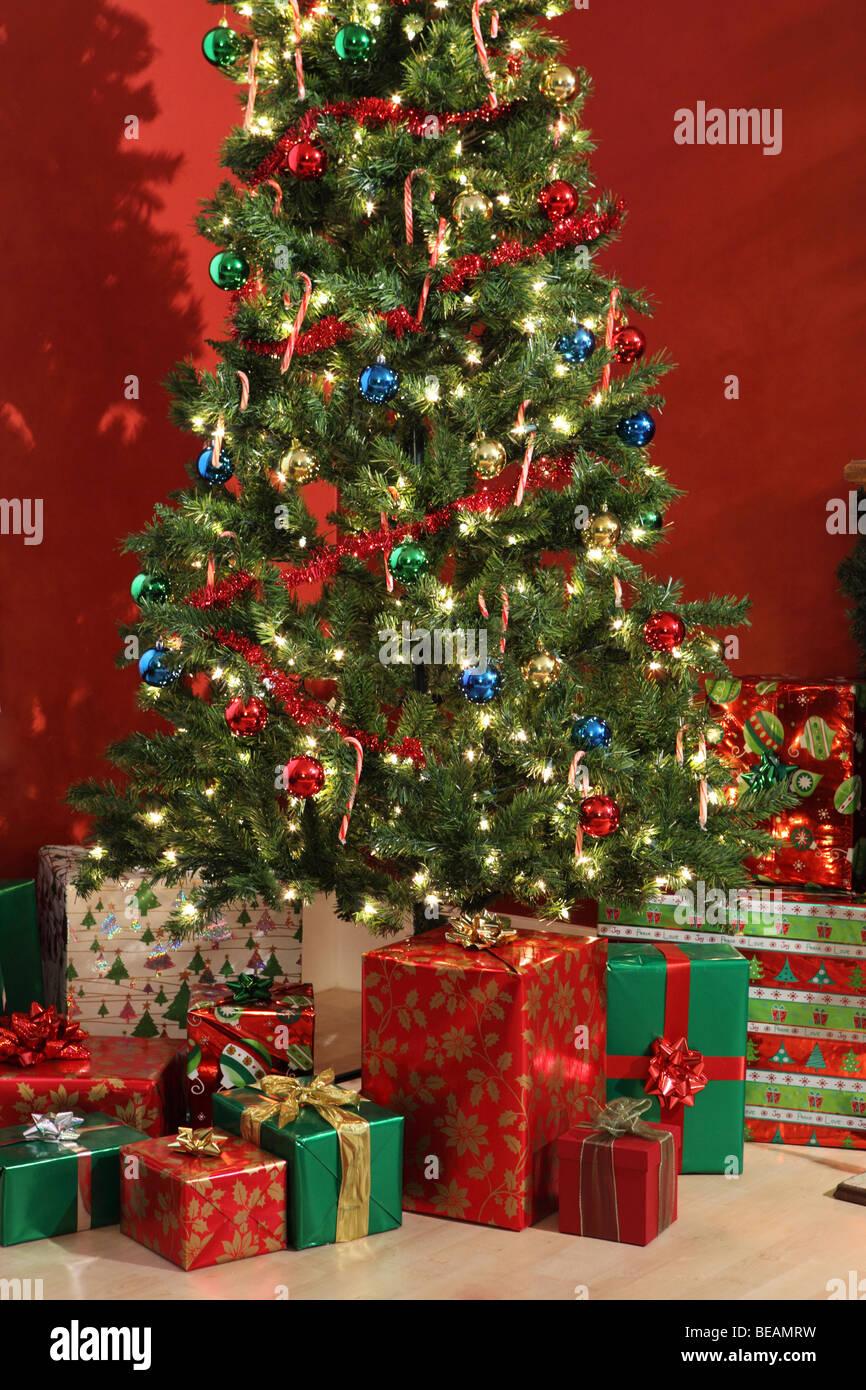 Christmas tree and gifts - Stock Image