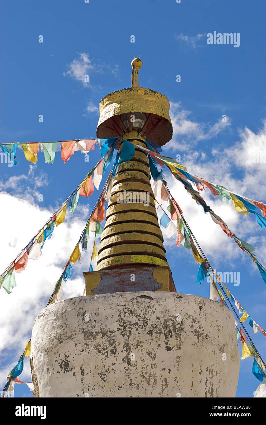 Tibetan buddhist prayerflags on stupa. Rongbuk Monastery, Everest region, Tibet - Stock Image