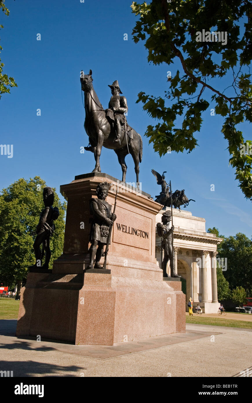 Statue of Duke of Wellington and Wellington Arch behind on sunny day, Hyde Park Corner London England UK - Stock Image