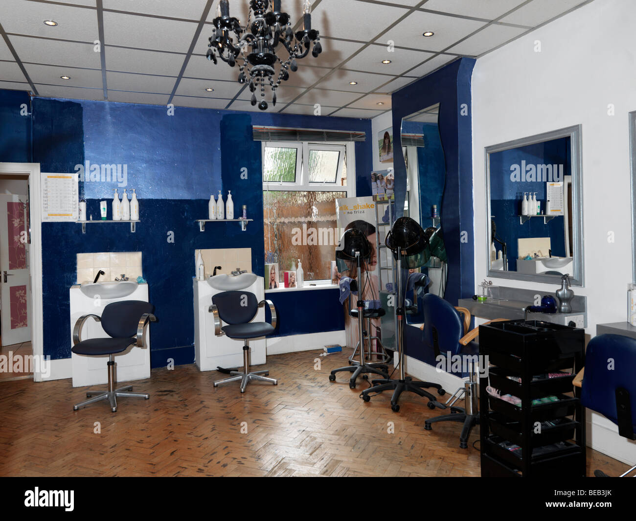 Hairdresser salon showing shampoo and conditioner bottles - Stock Image