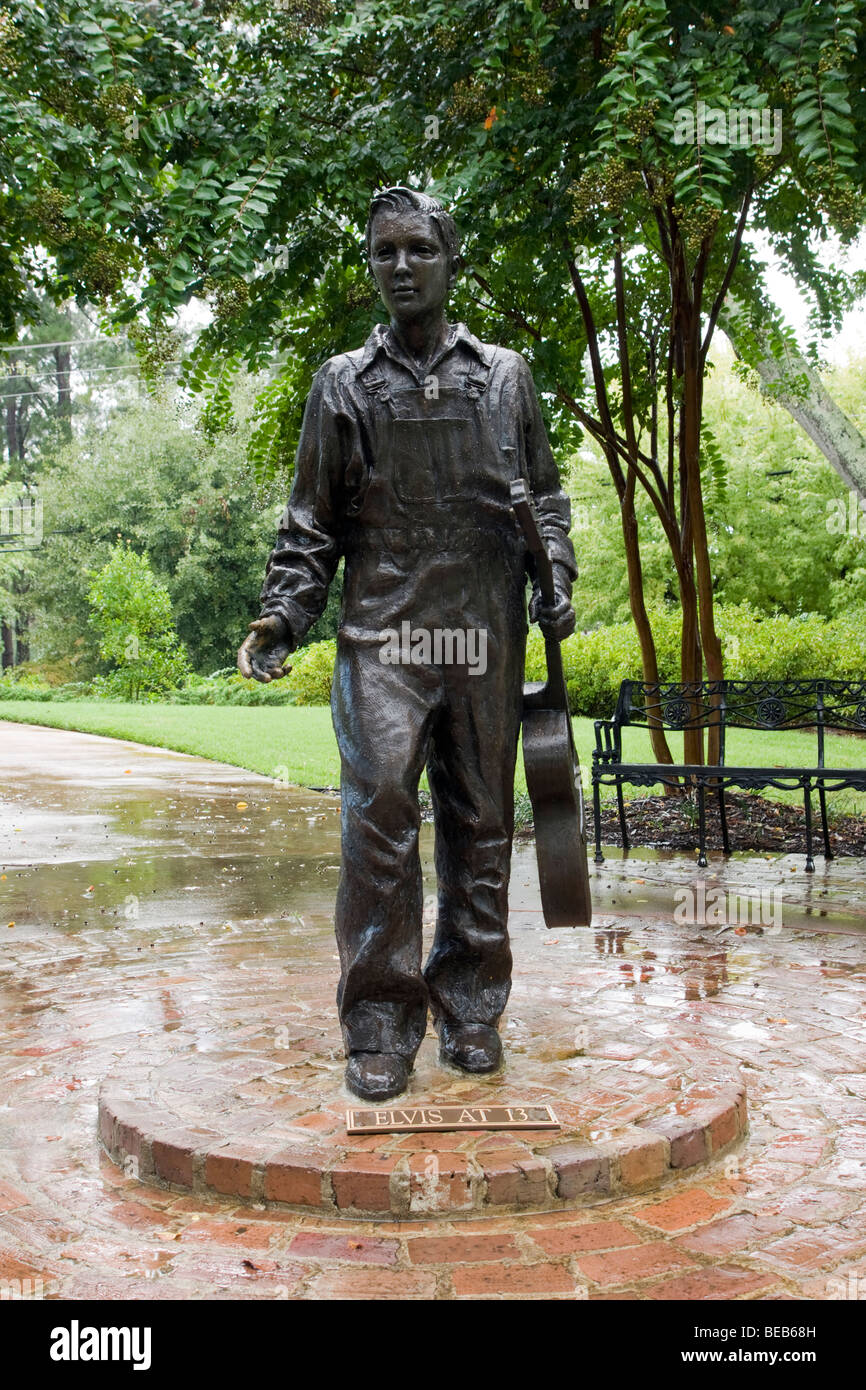 Elvis Presley (at 13) Statue at his birthplace, Tupelo, Mississippi, USA - Stock Image