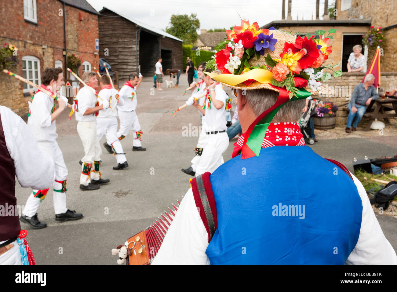 The Chipping Campden Morris Men dancing in front of the Bell Inn in the Cotswold village of Willersey, Gloucestershire - Stock Image