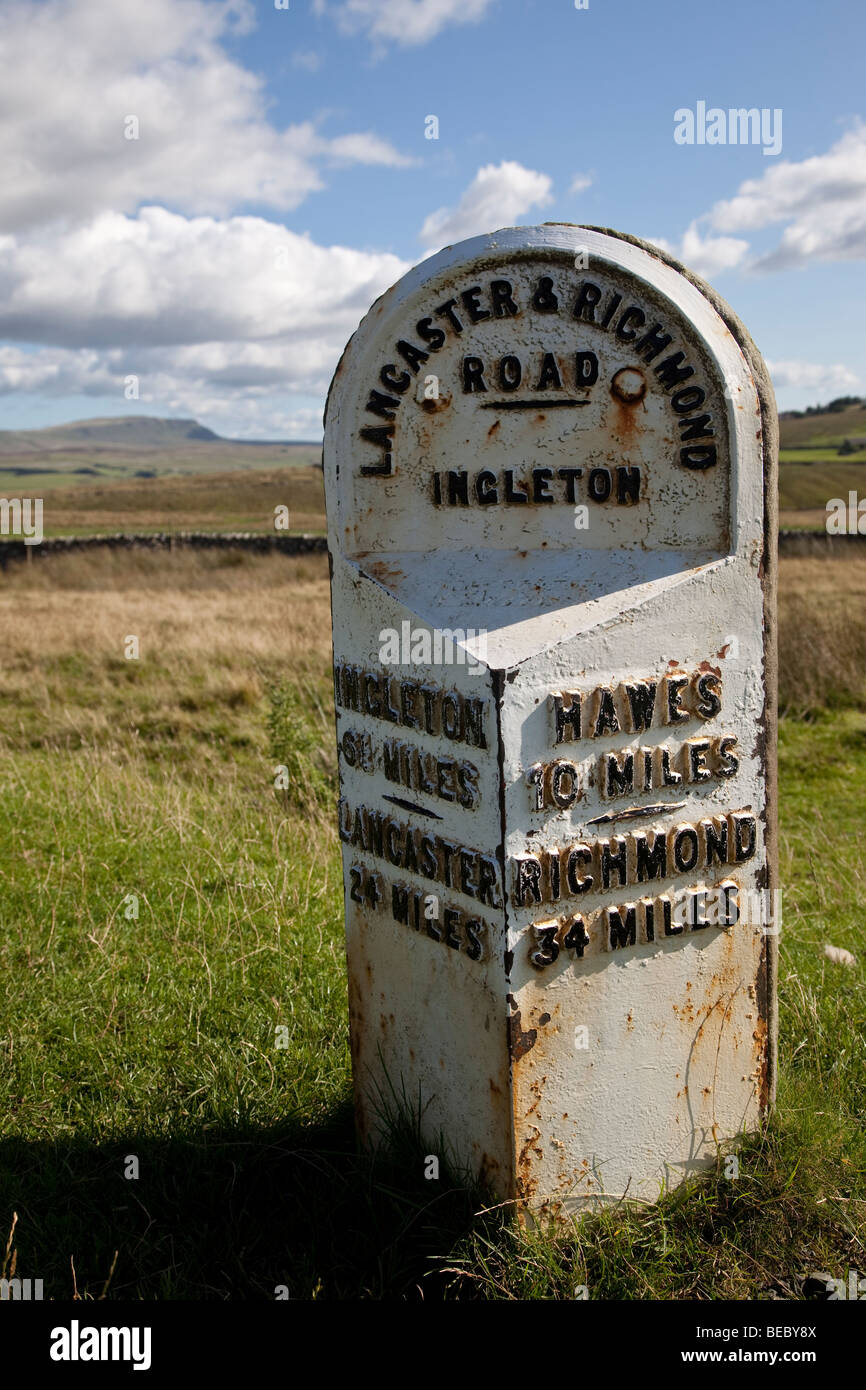 Milepost near Ribblehead, North Yorkshire, Yorkshire Dales, England, UK - Stock Image