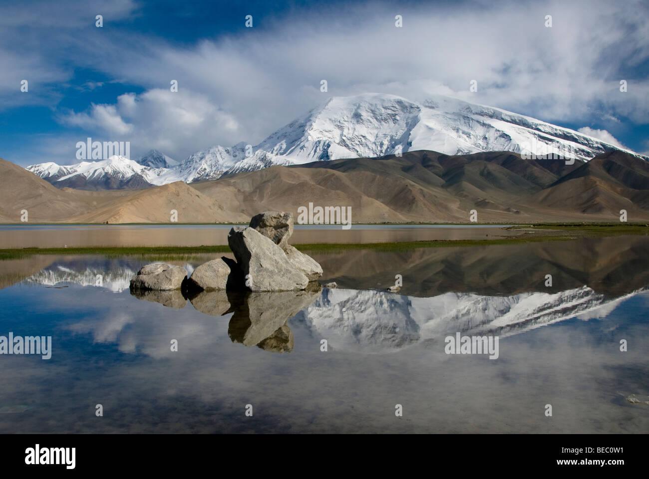 View of the Muztagh Ata in the Karakoram Mountain Range, Xinjiang Province, China. - Stock Image