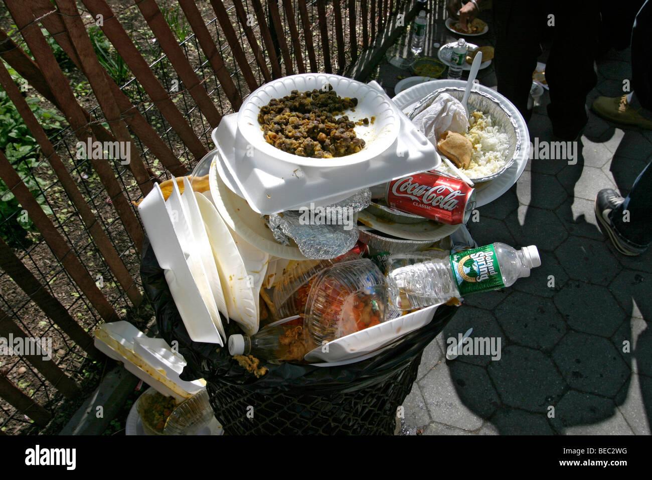 Parade Trash Stock Photos & Parade Trash Stock Images - Alamy