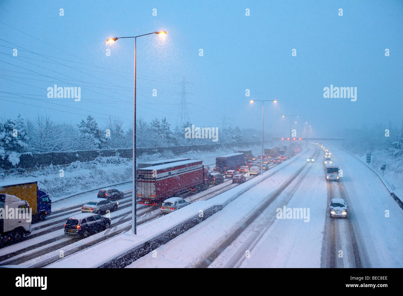 M25 motorway during blizzard, England, Surrey - Stock Image