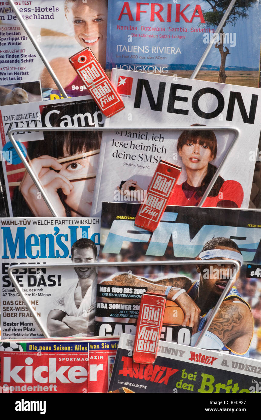 Magazine rack with current German magazines and journals - Stock Image