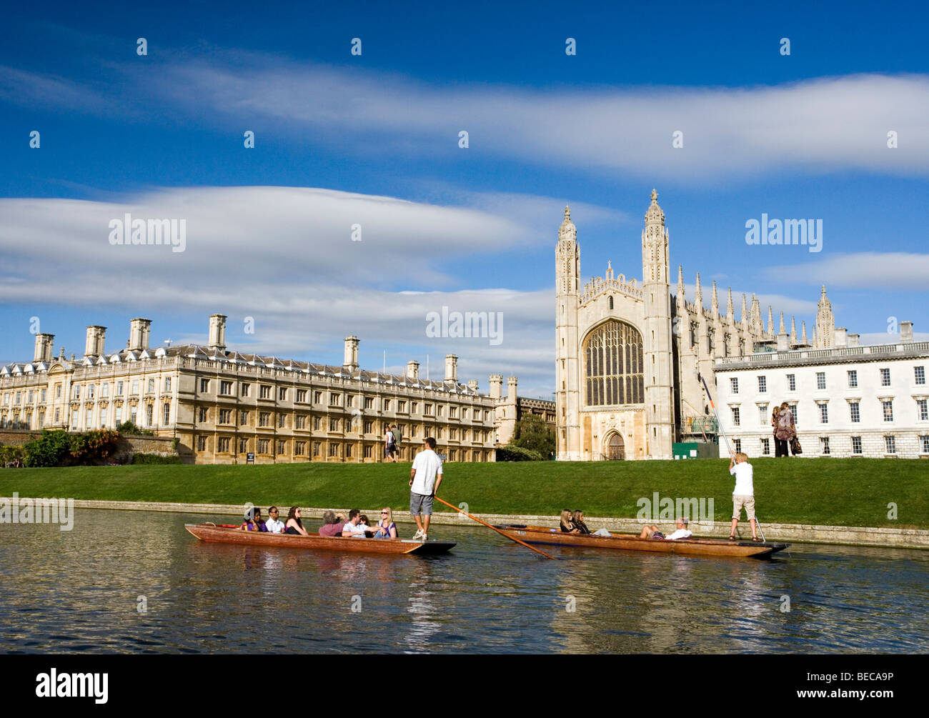 Punt boat with tourists on the river Cam at the Kings college in Cambridge, Cambridgeshire, UK. - Stock Image