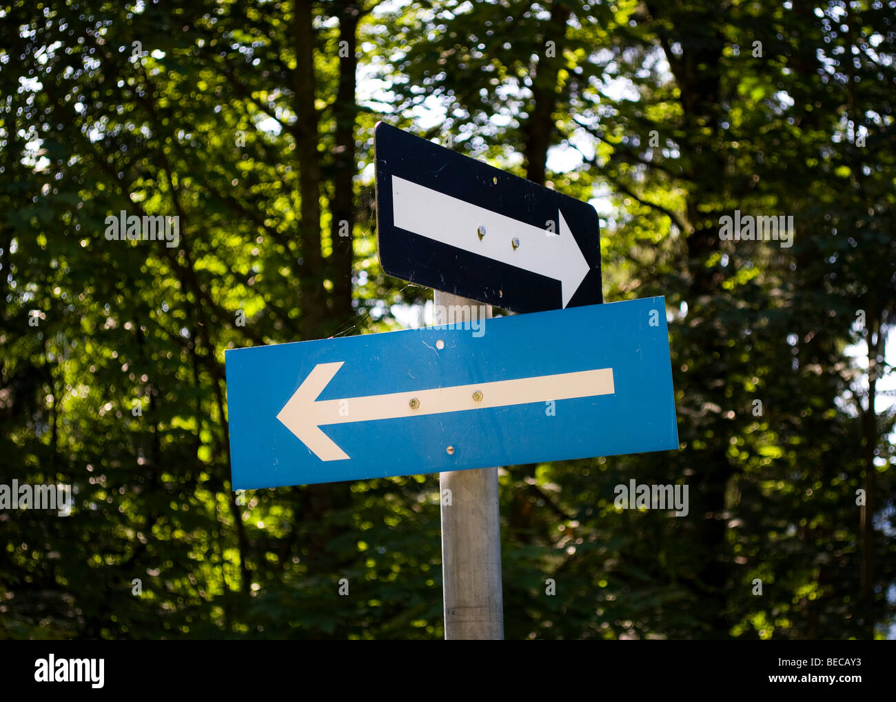 Signpost with two arrows - Stock Image