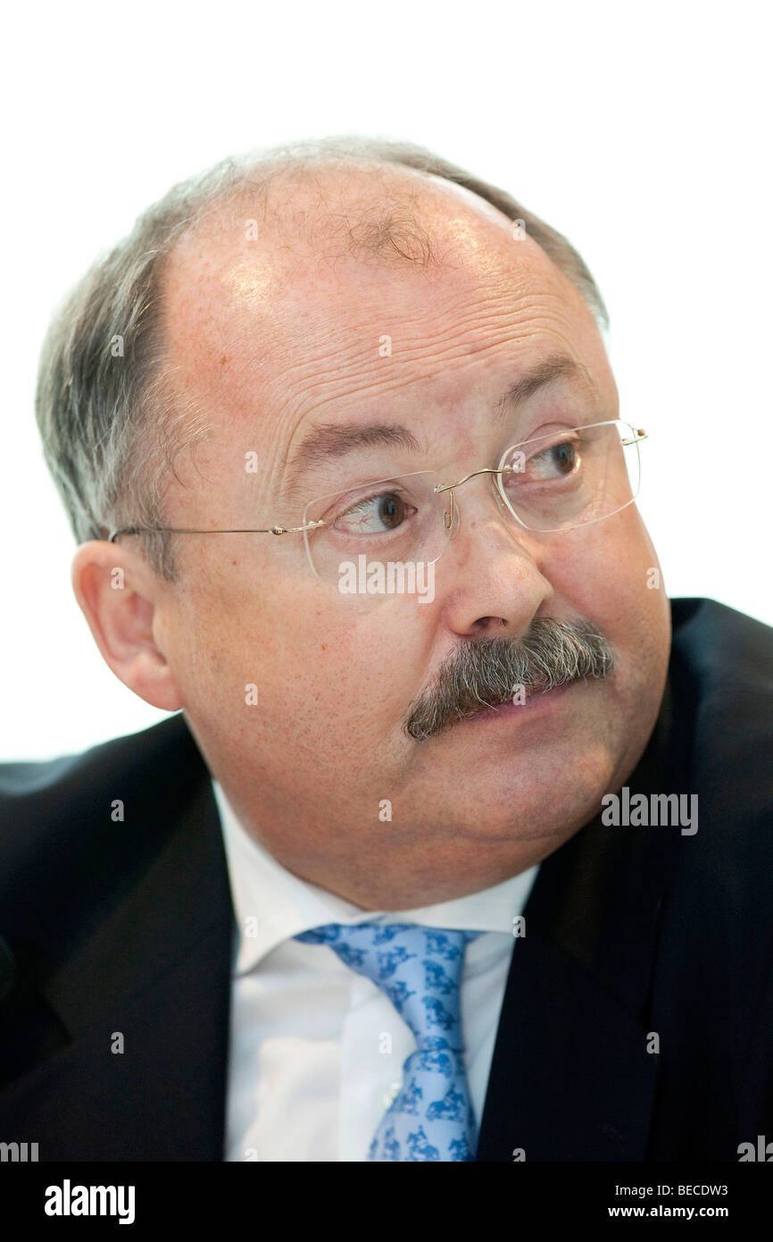 Hans H. Overdiek, Chief Executive Officer of Pfleiderer AG, during the financial statement press conference on 31.03.2009 - Stock Image