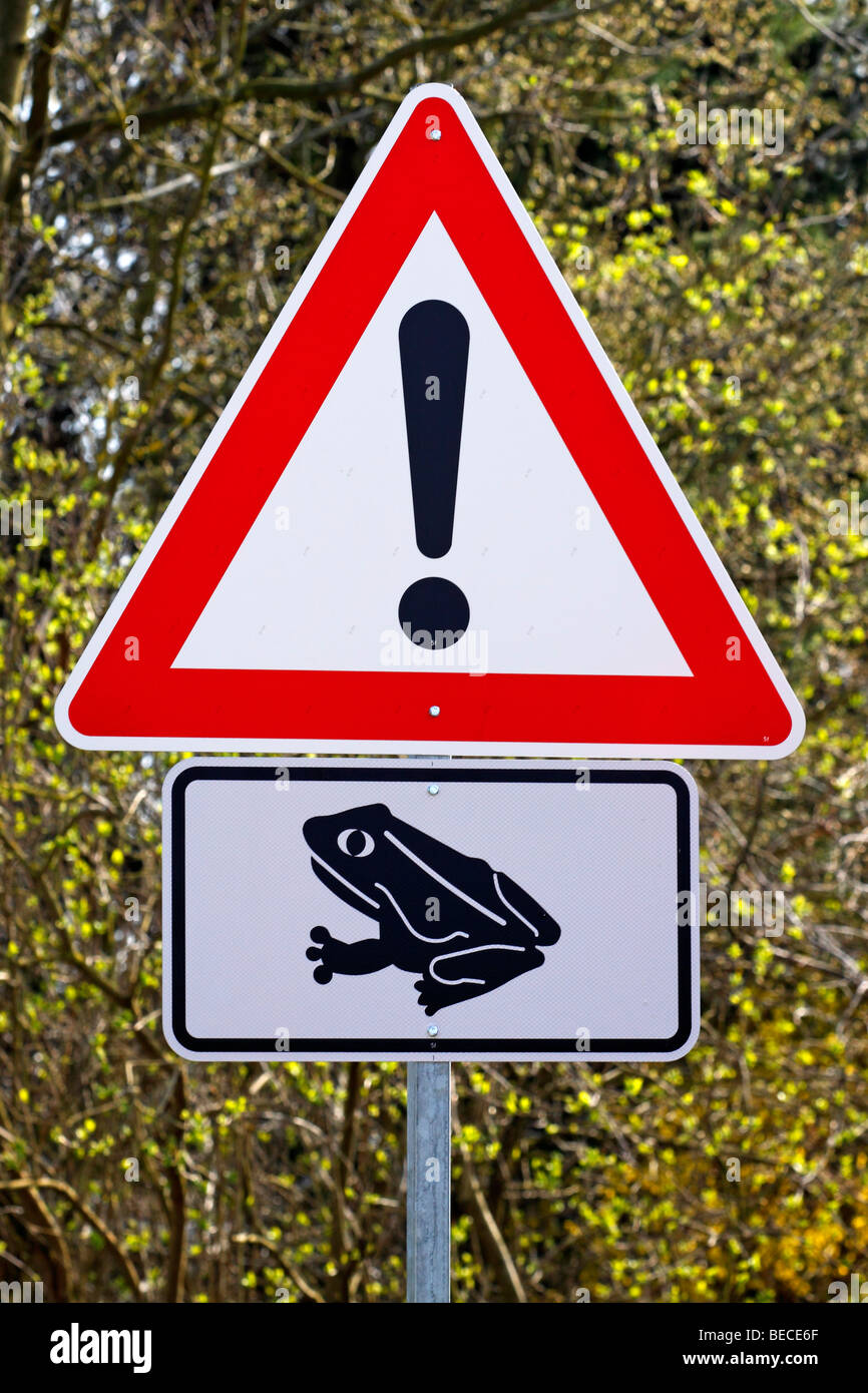 Sign, toad migration in spring, beware of toads and frogs crossing the road, protection of species, Germany - Stock Image