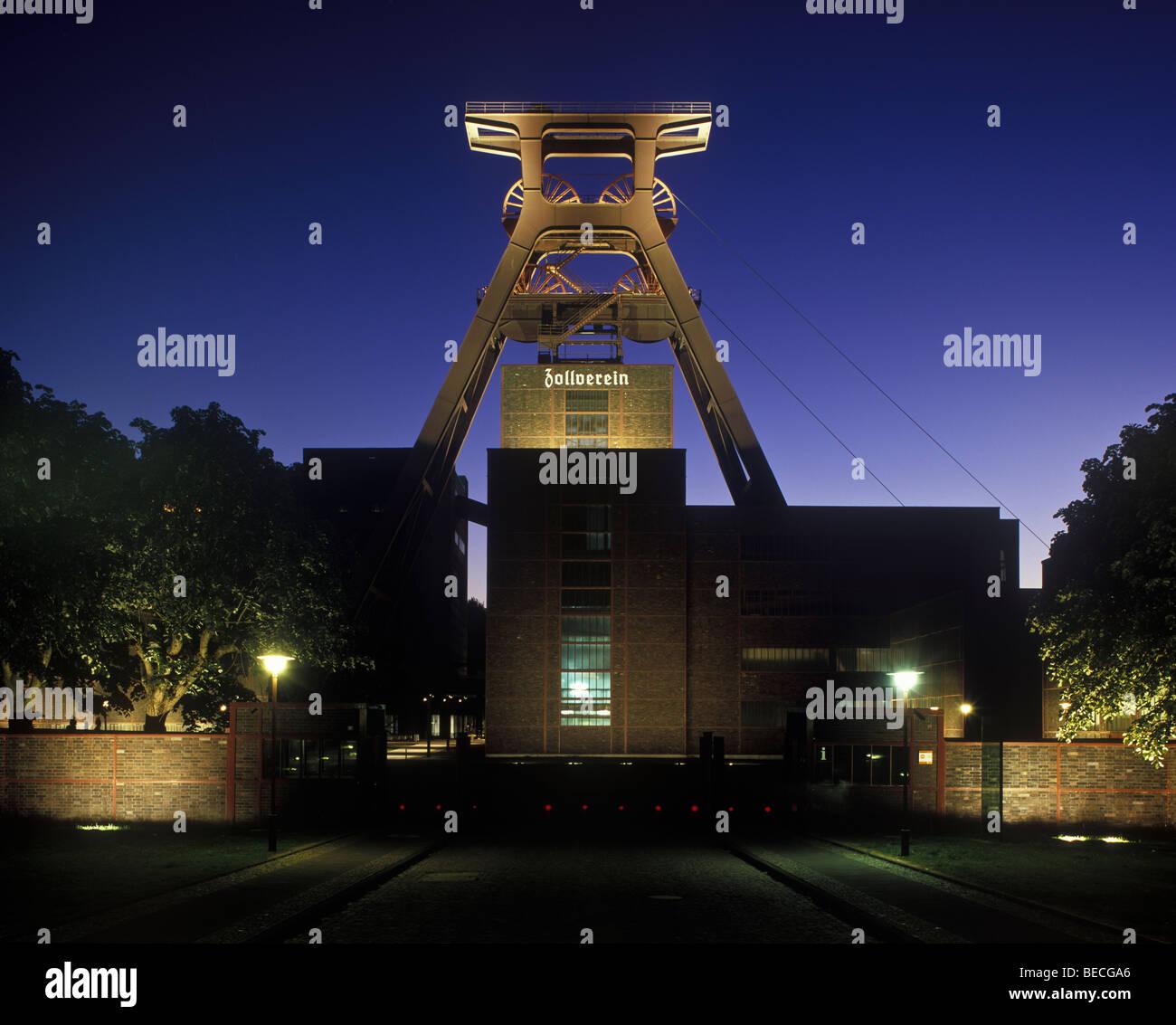 Zollverein Coal Mine Industrial Complex at night, Essen, North Rhine-Westphalia, Germany, Europe - Stock Image