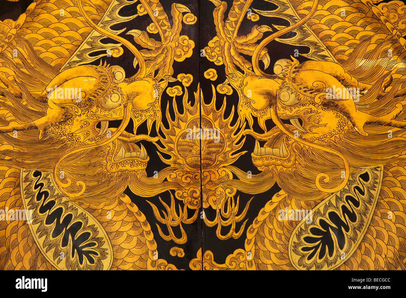 Dragon on the gate to the Thian Hock Keng temple in Chinatown in Singapore, Asia - Stock Image
