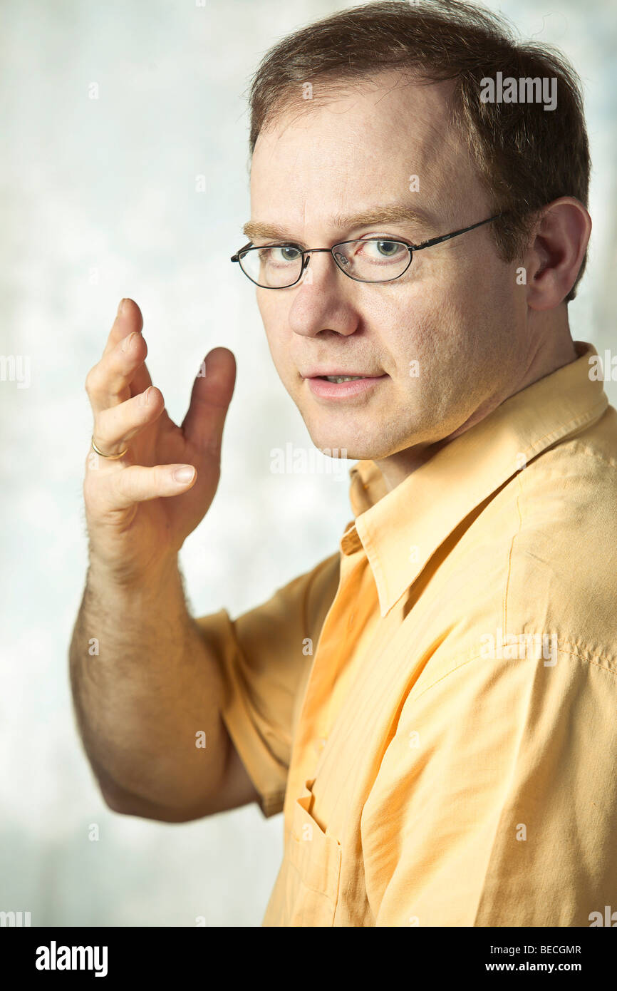 Man gesticulating, portrait, body language - Stock Image