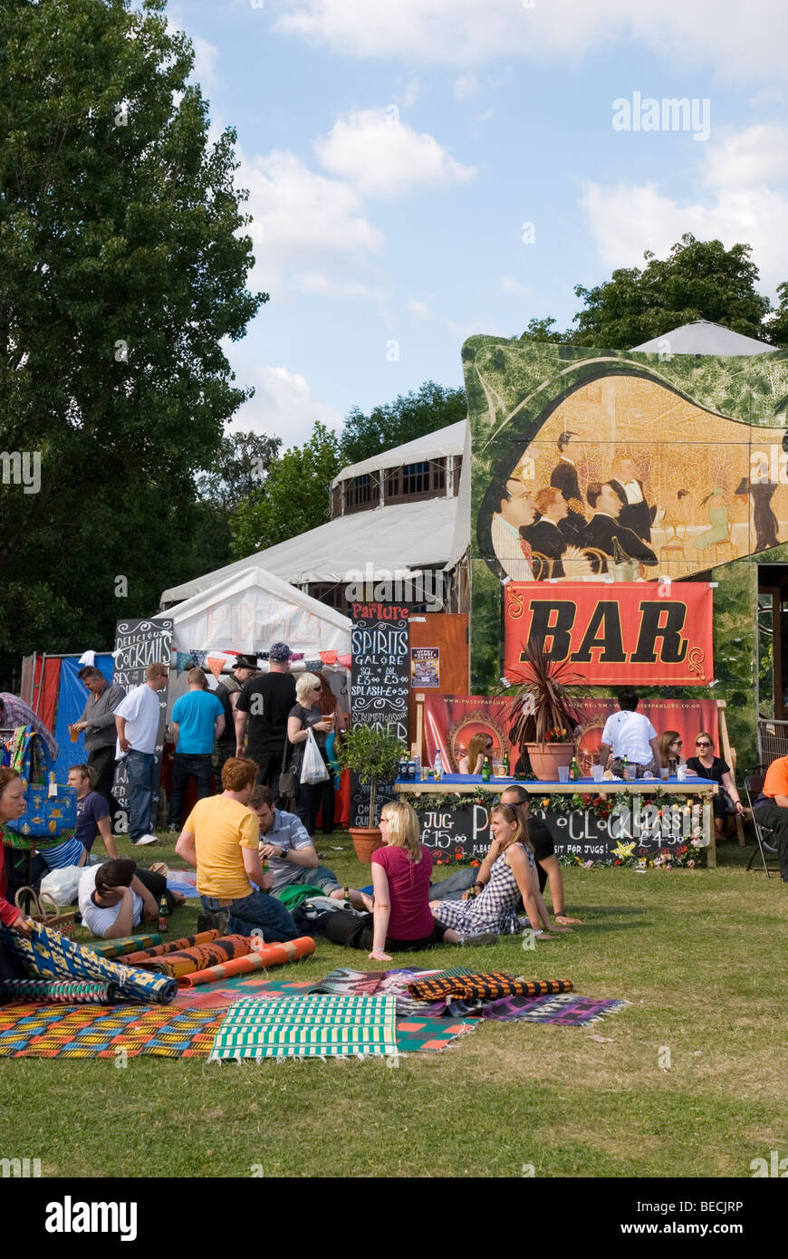 Bar at Paradise Gardens Festival in Victoria Park in Hackney, East London England UK 2009 - Stock Image