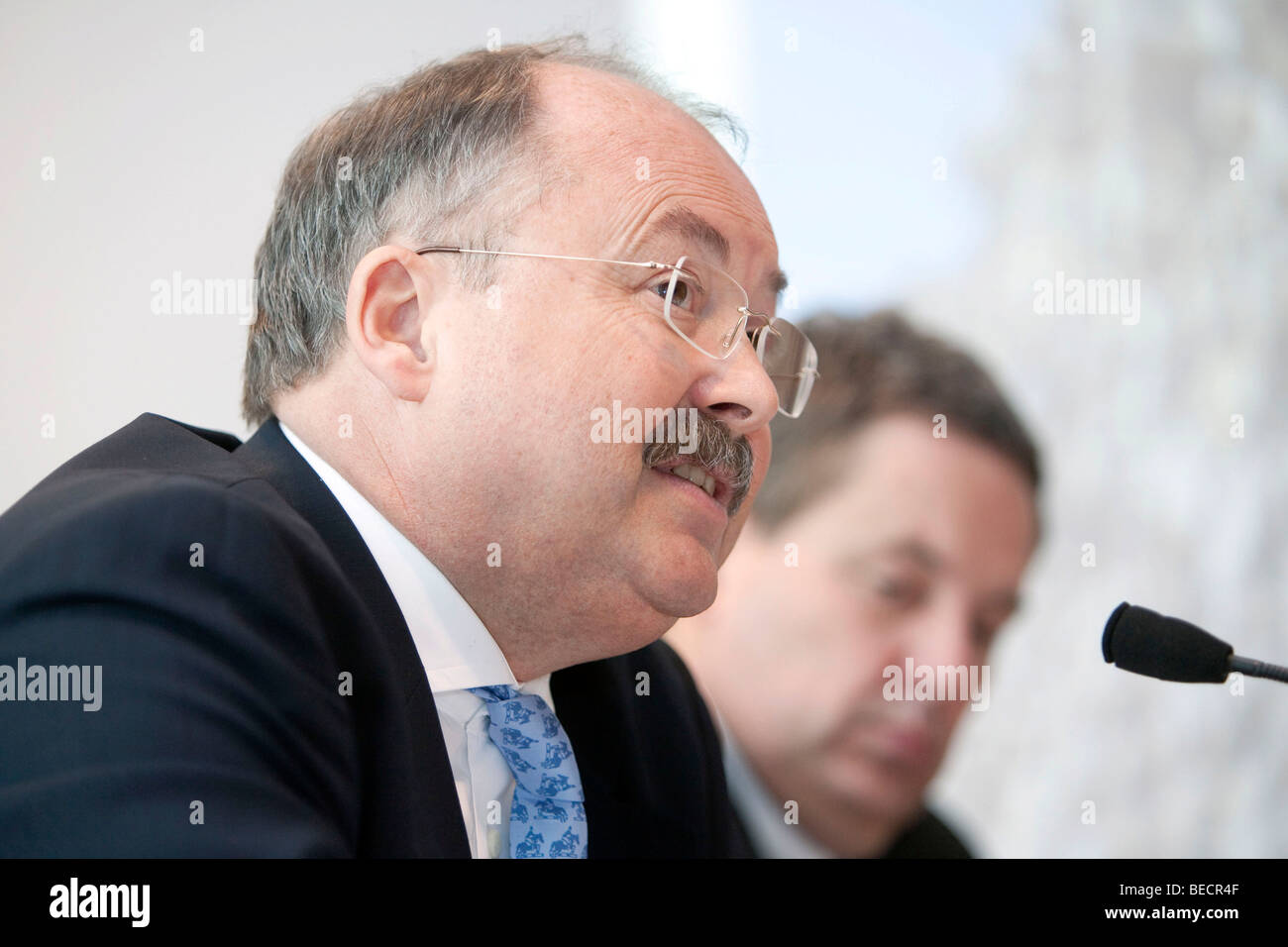 Hans H. Overdiek, Chief Executive Officer, and Heiko Graeve, Chief Financial Officer of Pfleiderer AG, during the - Stock Image
