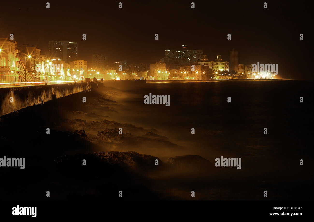 Night view at the famous Malecon of Havanna, Cuba, pictured on March 1, 2009. - Stock Image