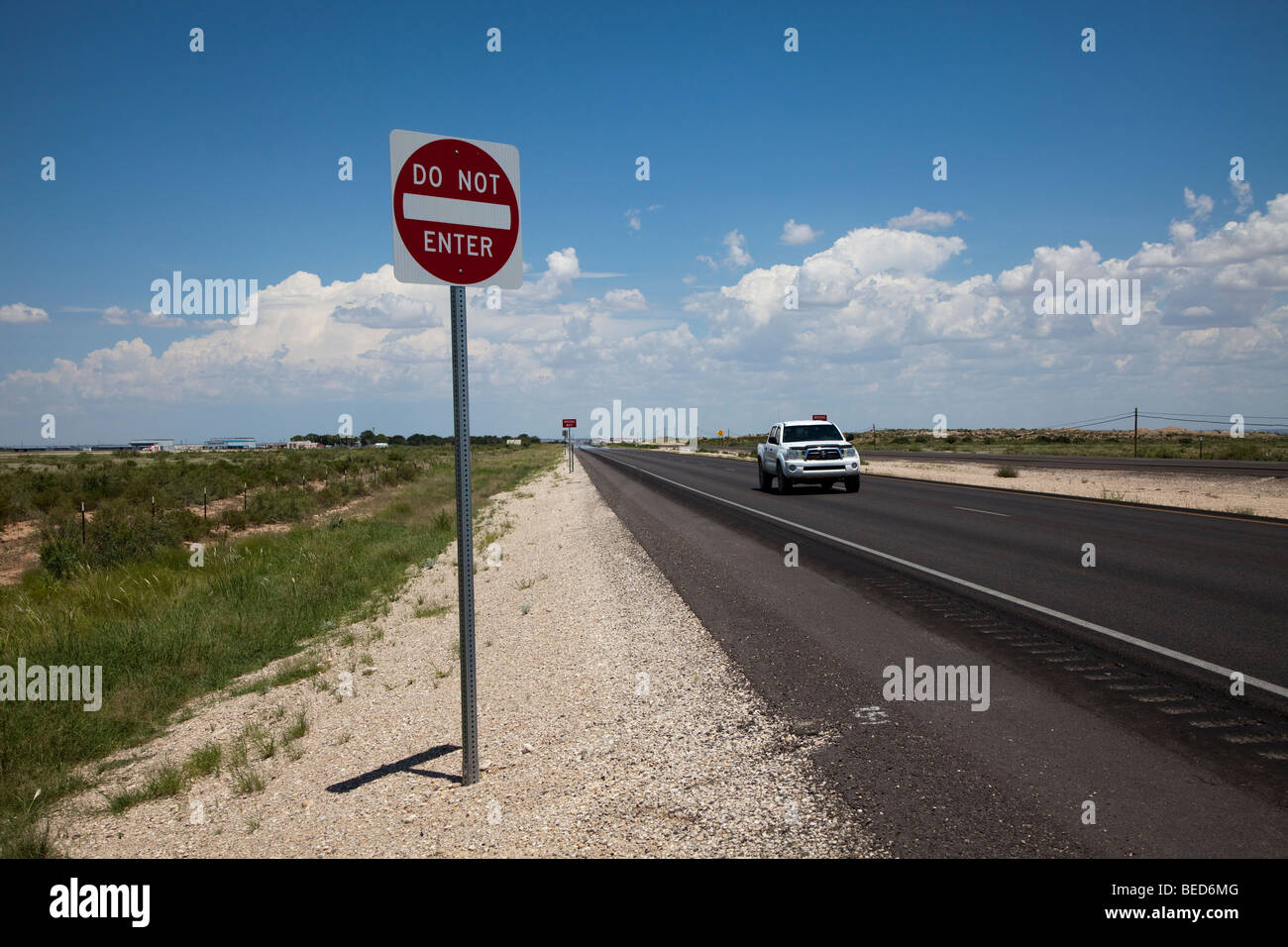 Do not enter wrong way sign on divided highway New Mexico USA - Stock Image