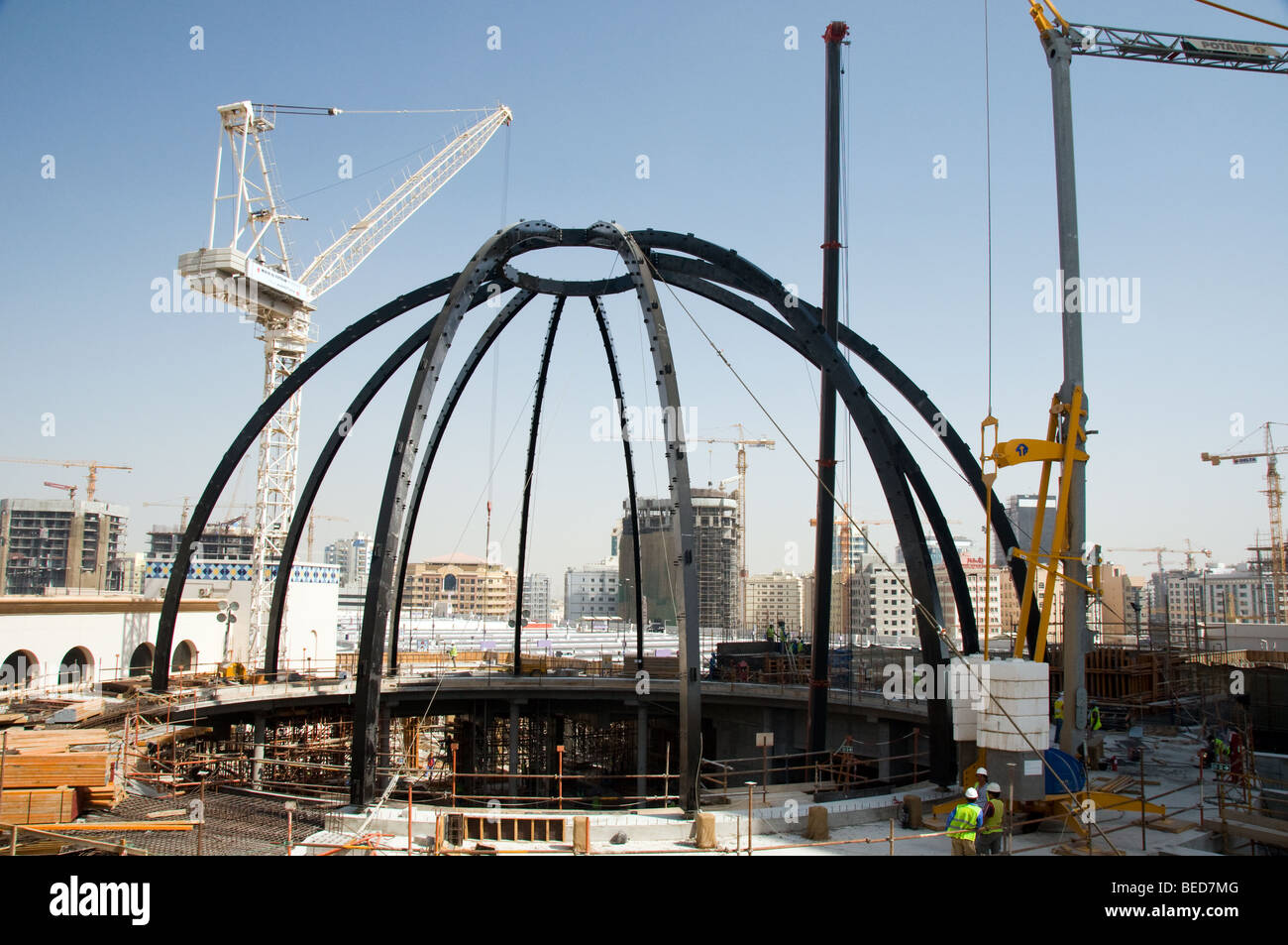 Construction work on a building site in Dubai - Stock Image