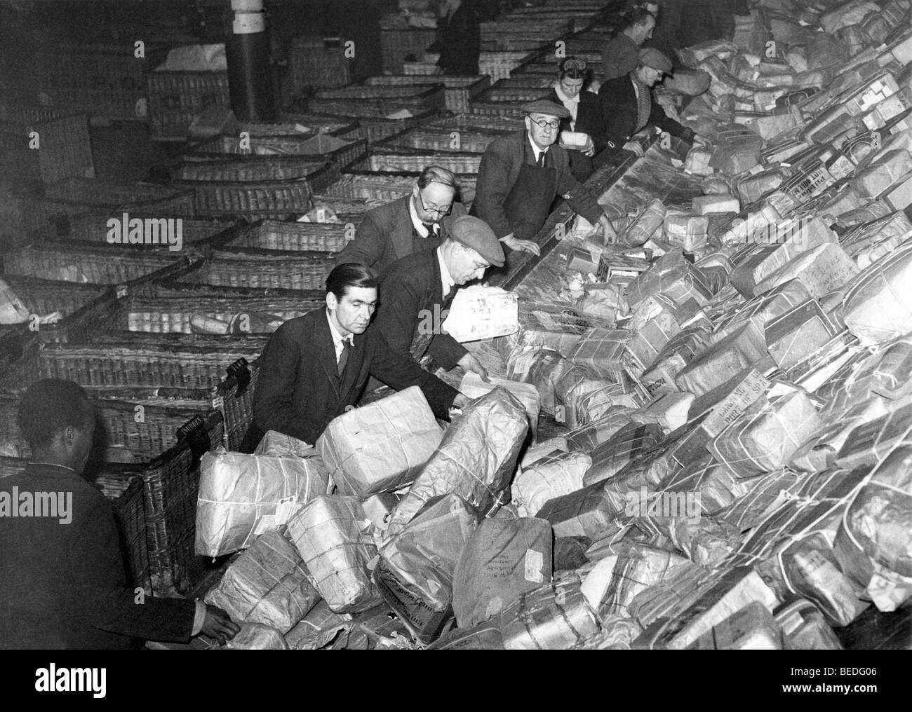 Historic photograph, postal workers sorting packages, around 1925 - Stock Image