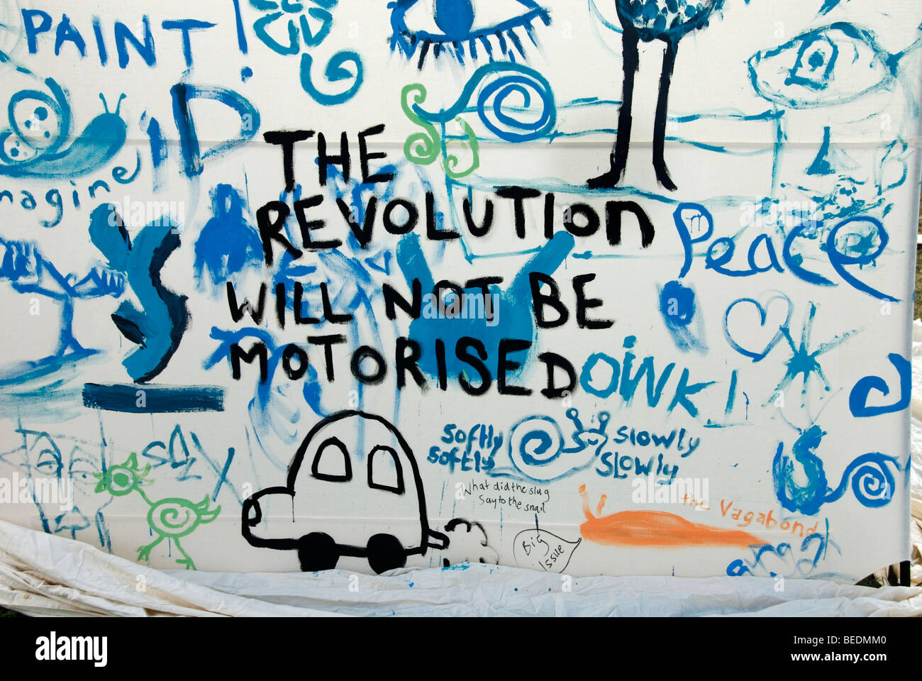 Climate Camp 2009 Blackheath. Writing on the wall - The revolution will not be motorised. - Stock Image