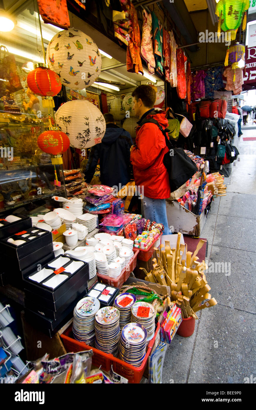 CA Chinatown San Francisco. Shopping on Grant Ave. Photo copyright Lee Foster. casanf77791 - Stock Image