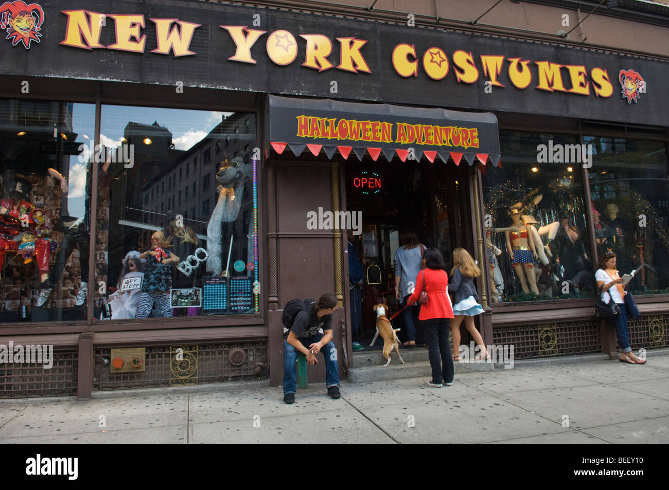 Good Halloween Store Stock Photos U0026 Halloween Store Stock Images ...