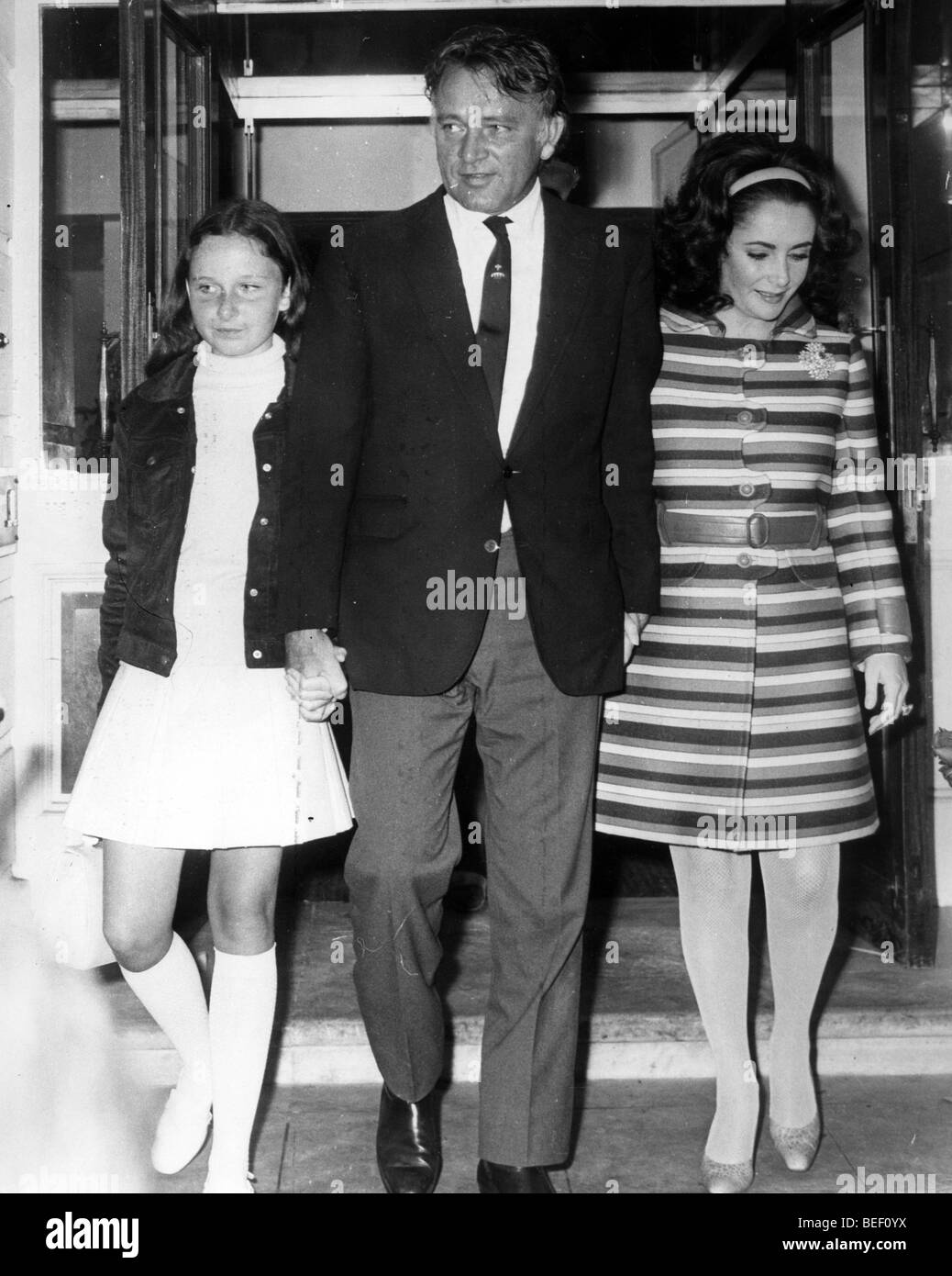 74642860be53 Actress Elizabeth Taylor with Richard Burton and daughter Stock ...
