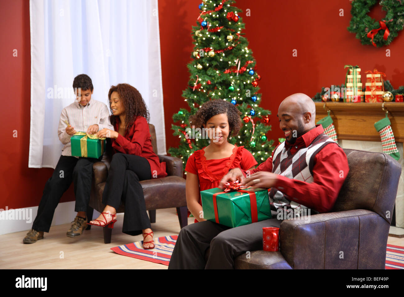 Family opening presents on Christmas morning - Stock Image
