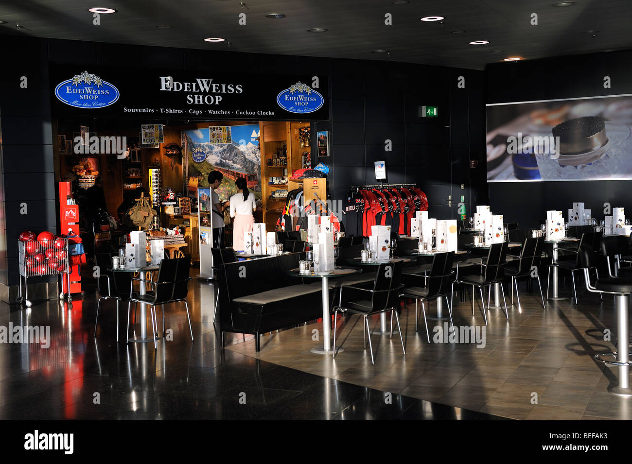 Restaurant and Shop in Zurich Airport - Stock Image