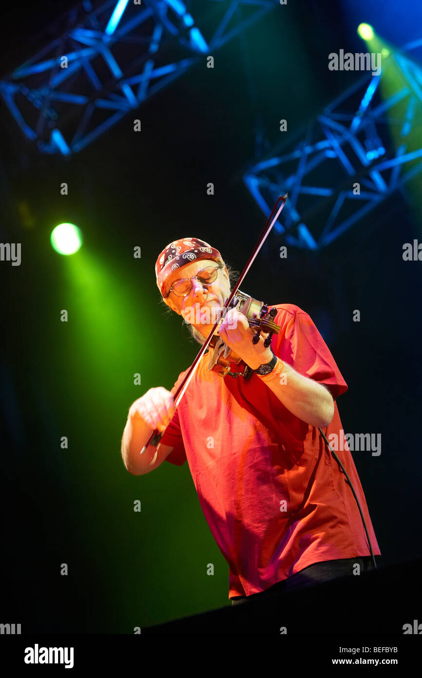 Ric Sanders at the 2009 Fairport Convention Cropredy Festival - Stock Image