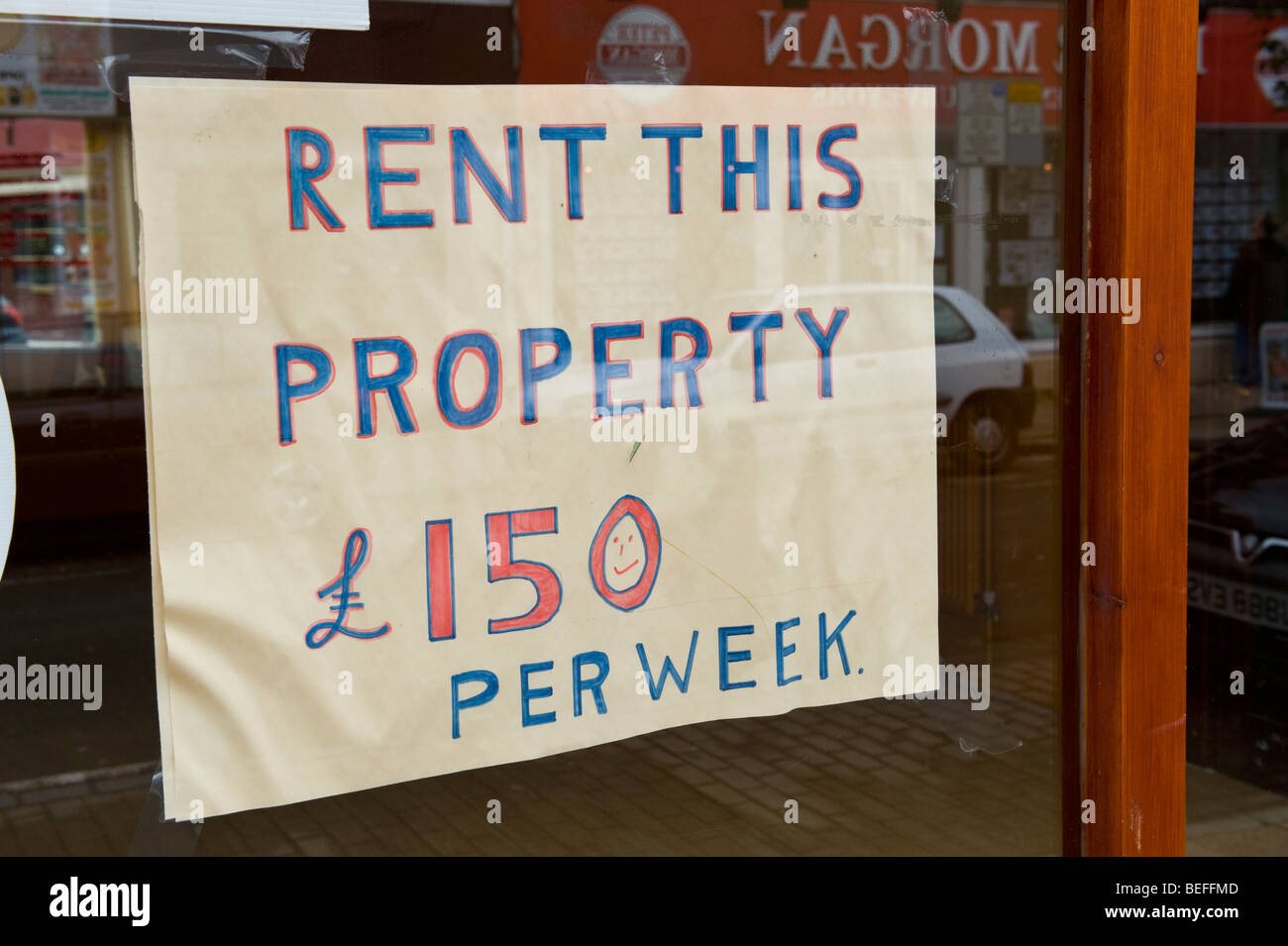 RENT THIS PROPERTY £150 PER WEEK sign in window of shop to let in Neath South Wales UK - Stock Image