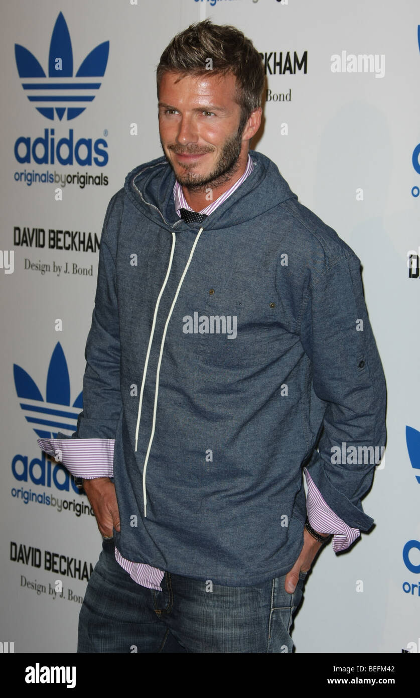 negro libertad Deportista  DAVID BECKHAM DAVID BECKHAM & JAMES BOND CELEBRATE LAUNCH OF ADIDAS Stock  Photo - Alamy