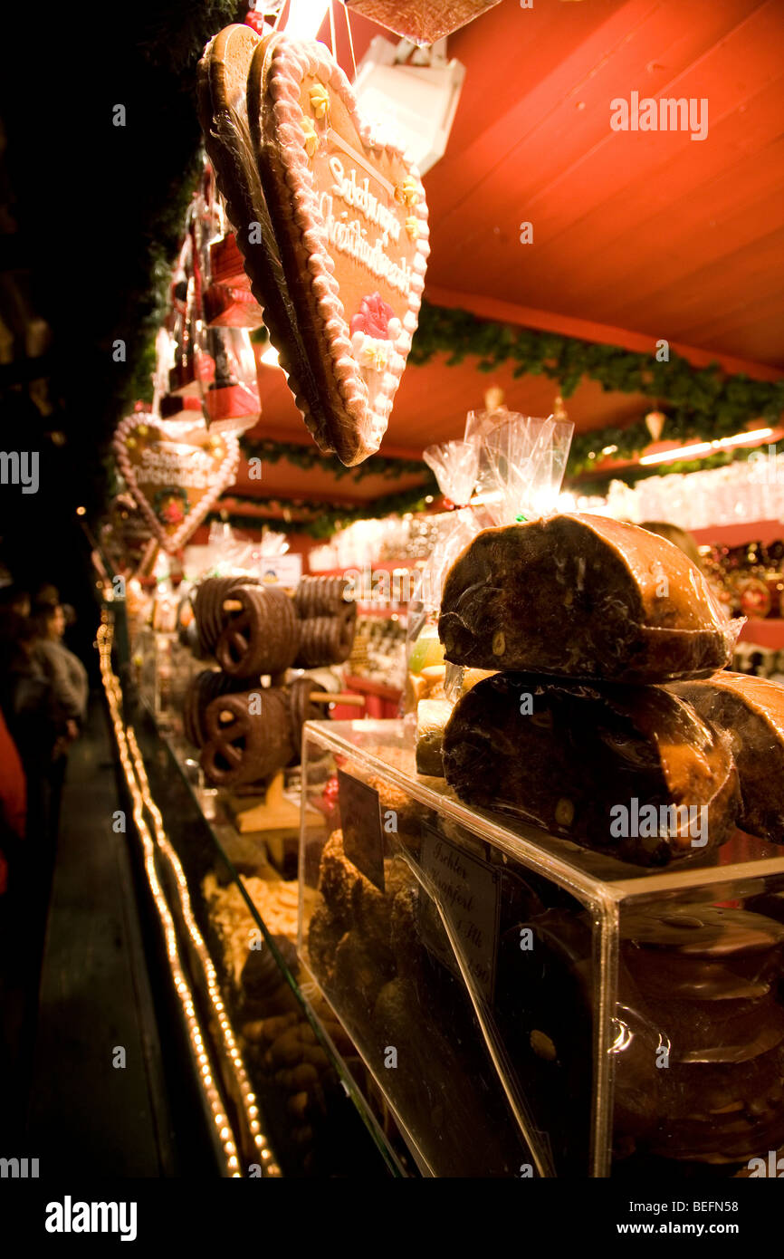 Gingerbread hearts (Lebkuchen) and Christmas cakes (Stollen) are among seasonal foods sold at am Austrian Christmas - Stock Image