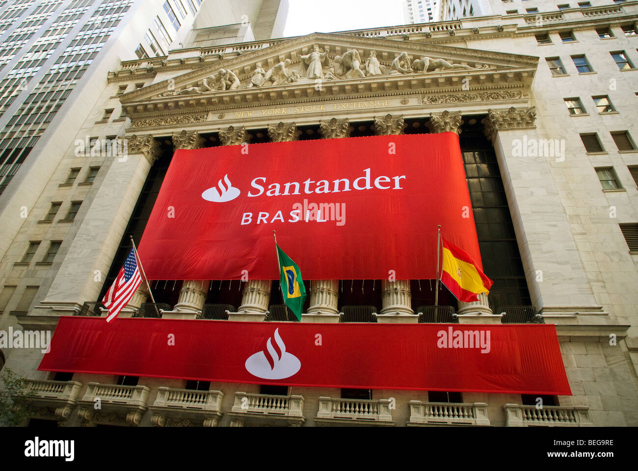 A Banner For Banco Santander Covers The Facade Of The New York Stock Exchange Stock Photo Alamy