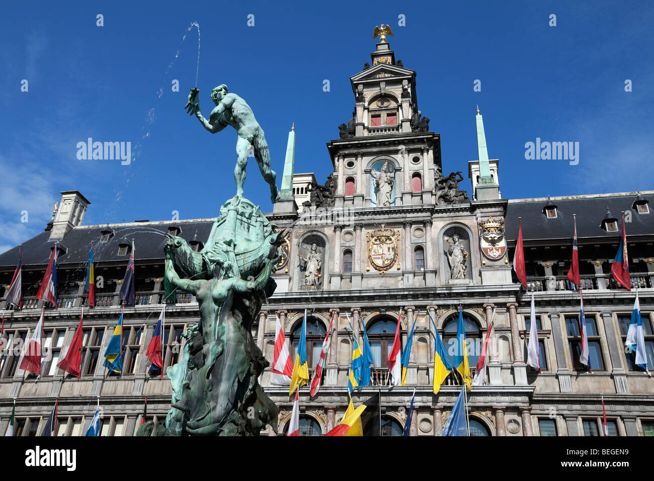 Brabo Fountain in front of the Town Hall in the Grote Markt. - Stock Image