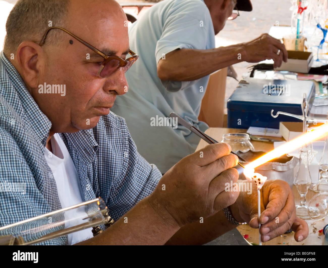 Glass blower in Nachalat Benyamin in Tel Aviv. Shot October 2009. - Stock Image