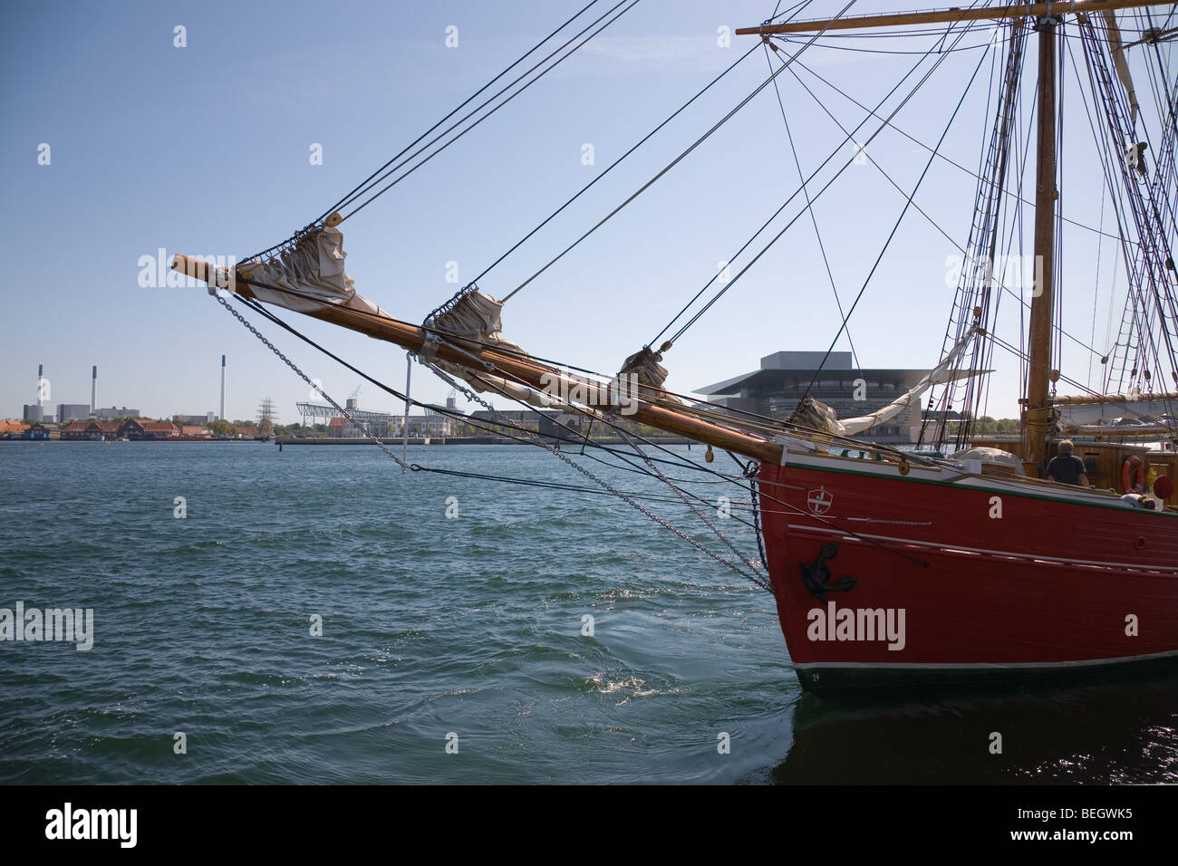 The sprit and bow of the 35 m topsail schooner 'Lilla Dan' leaving the port of Copenhagen with the Opera - Stock Image