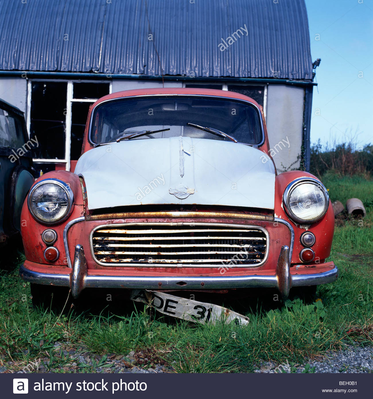 A Morris Minor car that has seen better days in Pontiago, Pembrokeshire, Wales, UK. - Stock Image