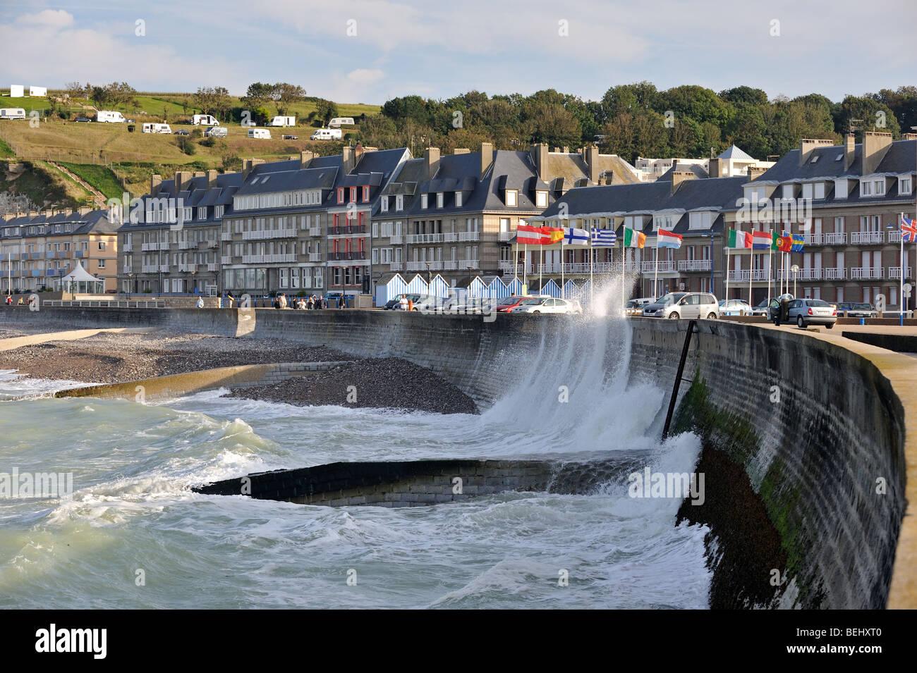 Waves crashing into sea dyke at Saint-Valery-en-Caux, Seine-Maritime, Haute-Normandie, Normandy, France - Stock Image