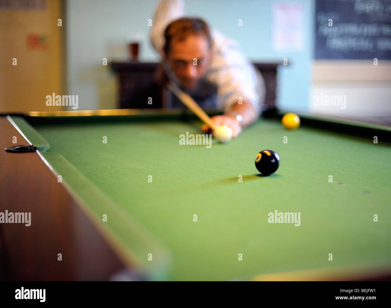 Potting the black in a game of pool - Stock Image