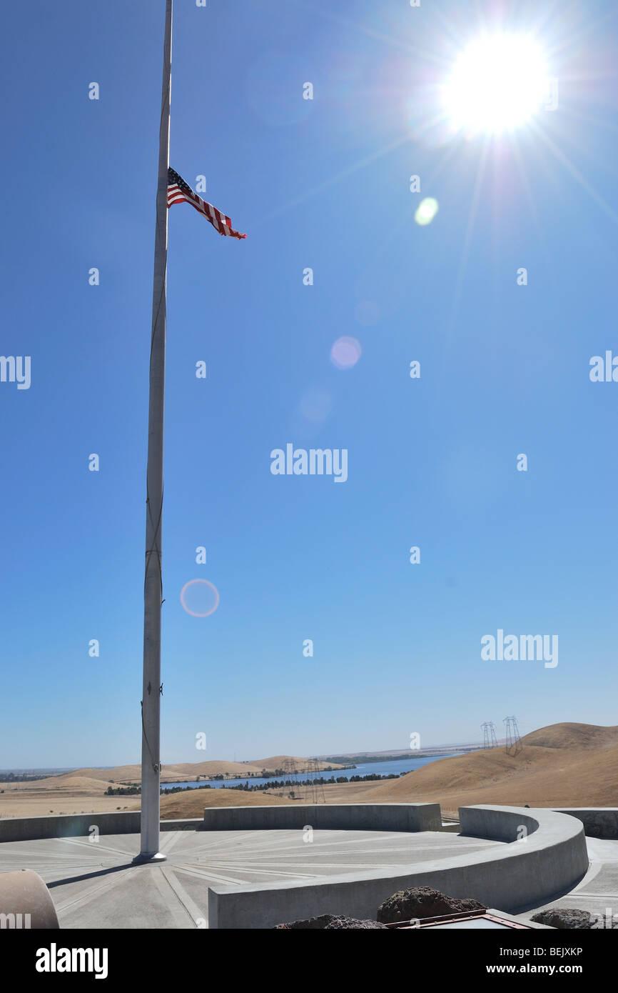 The American flag flies at half mast at the National Cemetery, Santa Nella California - Stock Image