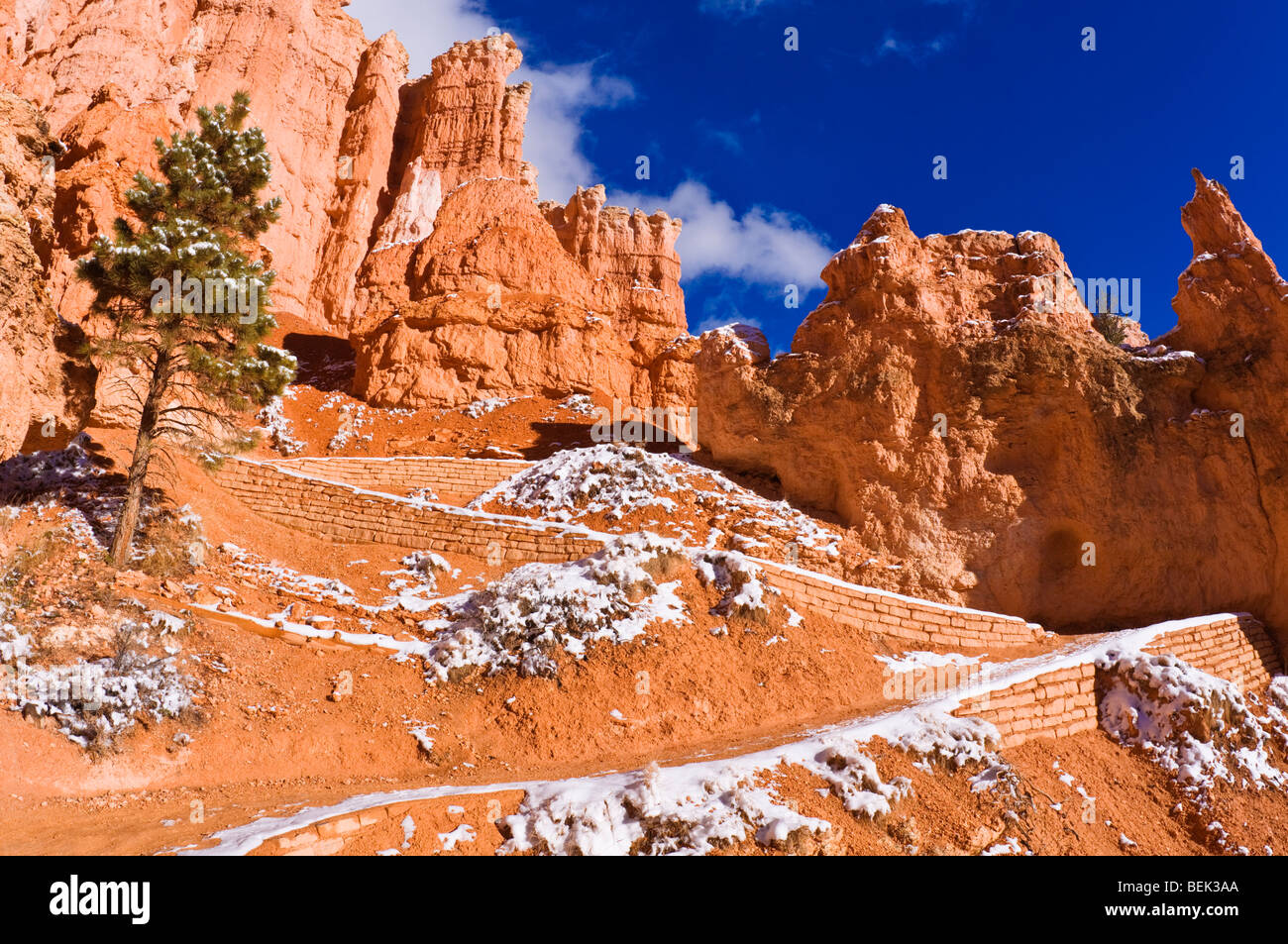 directions to the trail and rock formations Trails and maps harry wrede 2018-02-07t17:51:08+00:00 miles of trails to explore begin at the north garden parking lot for easy, paved foot paths through the heart of the red rock formations from the south garden parking lot there are approximately 5 miles of trails for mountain biking and hiking.
