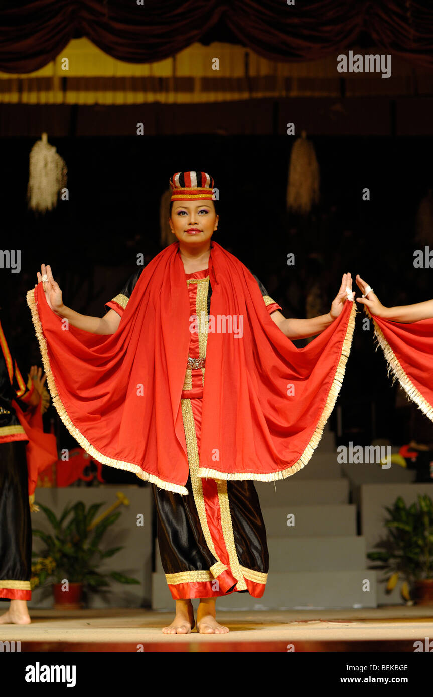 Woman Of Bidayuh Tribe In Red Costume Dancing The Harvest Or Bird Stock Photo Alamy