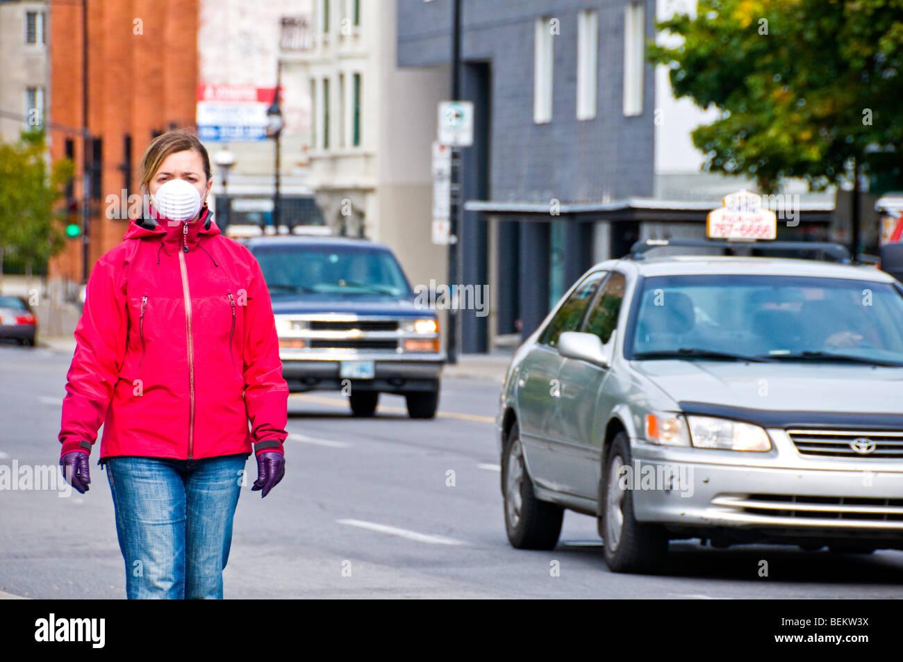 Woman wearing mask Walking on street - Stock Image