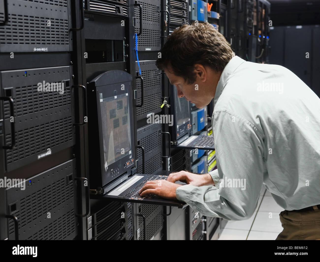 Man working in data center - Stock Image