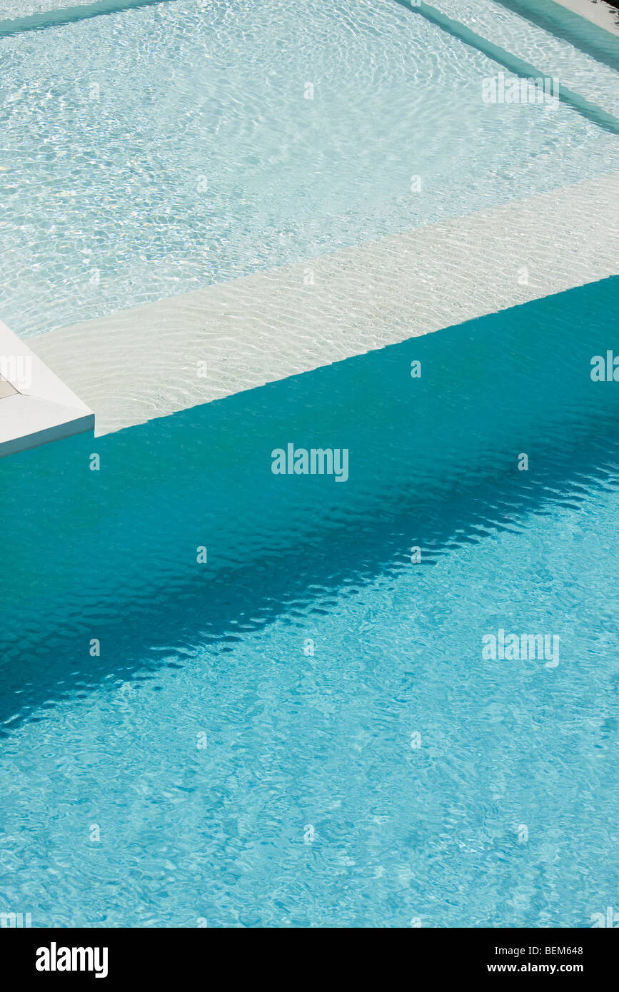 Ideal Swimming pool deep end separated from shallow pool by ledge Stock  XD44