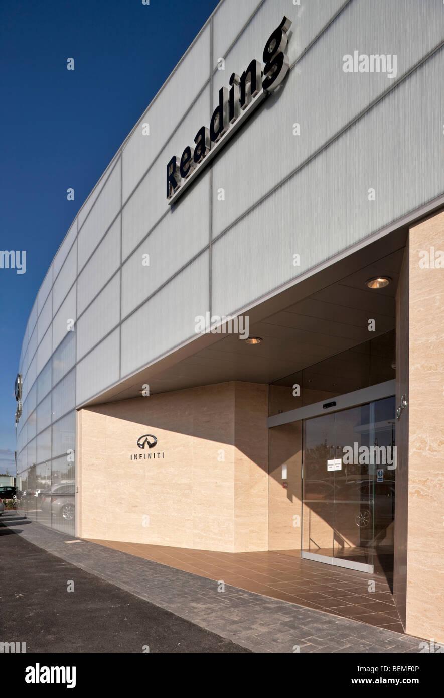 Infiniti Car Showroom In Reading Stock Photo 26266374 Alamy